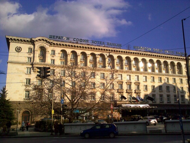 {{Information |Description={{en|1=Sofia: Sheraton Hotel, part of the Largo-complex}} {{de|1=Sofia: Sheraton Hotel, Teil des Largo-Komplexes}} |Source={{own}} |Author=[[User:Vammpi|Vammp